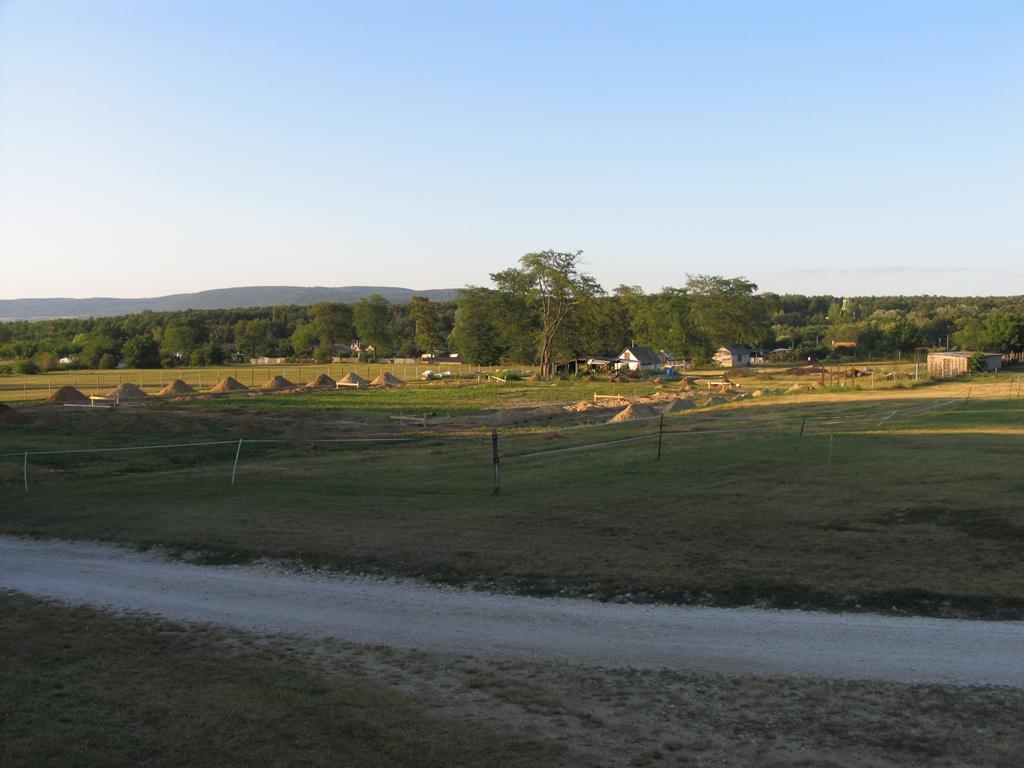 Kép az alap kitűzéséről, földmunkák
